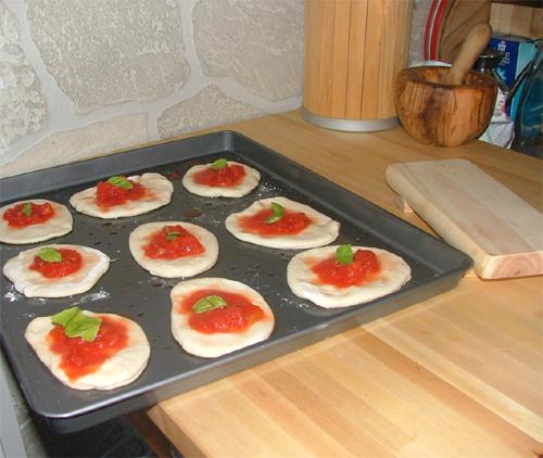 Receita De Pizzette Con Mozzarella E Pomodoro Em Entradas